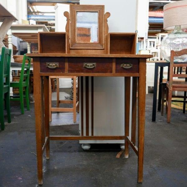 houten bureau met spiegel