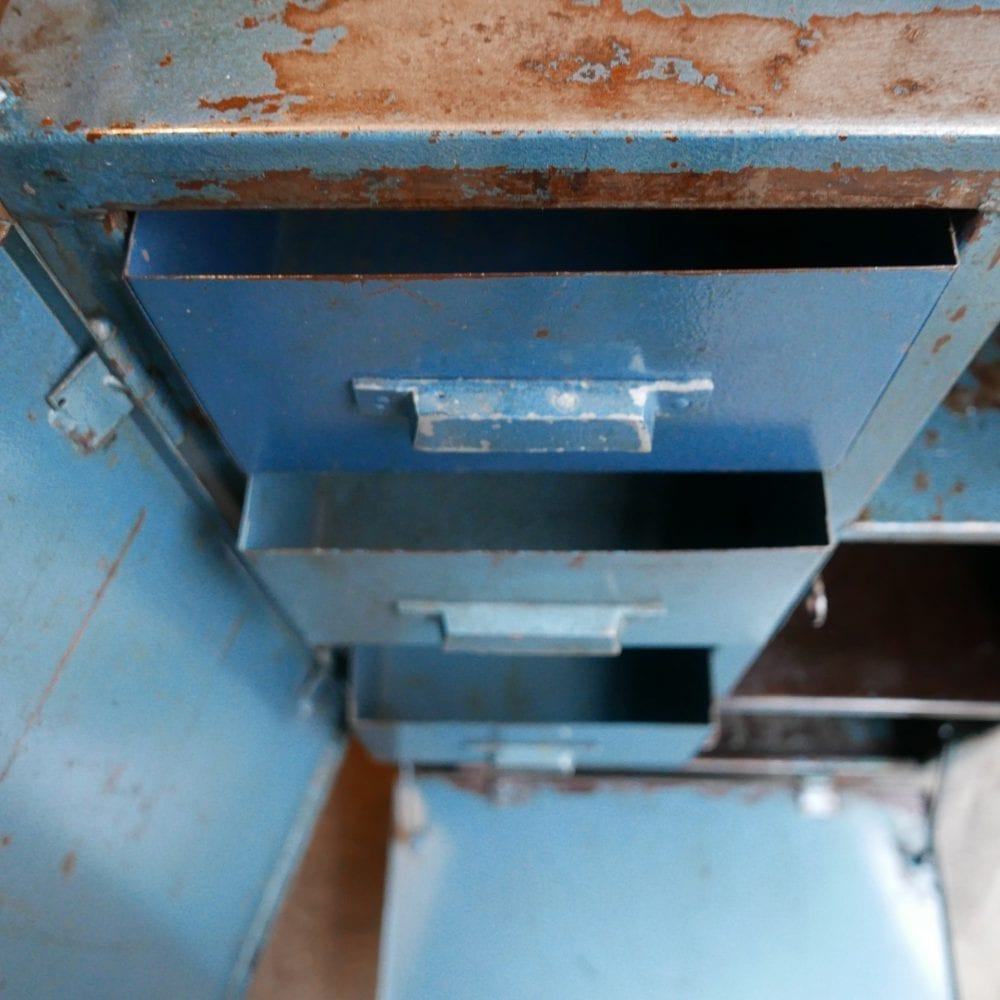 blauw metalen kast