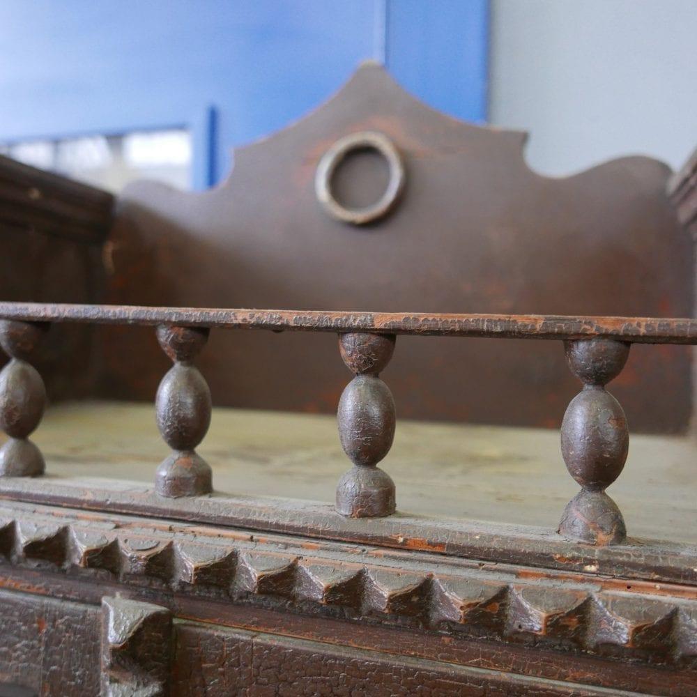 bruine houten buffetkast