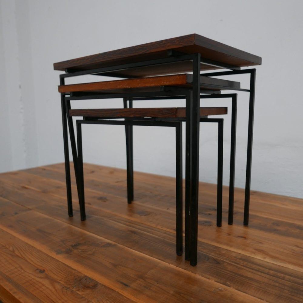 Set van drie tafeltjes pastoe