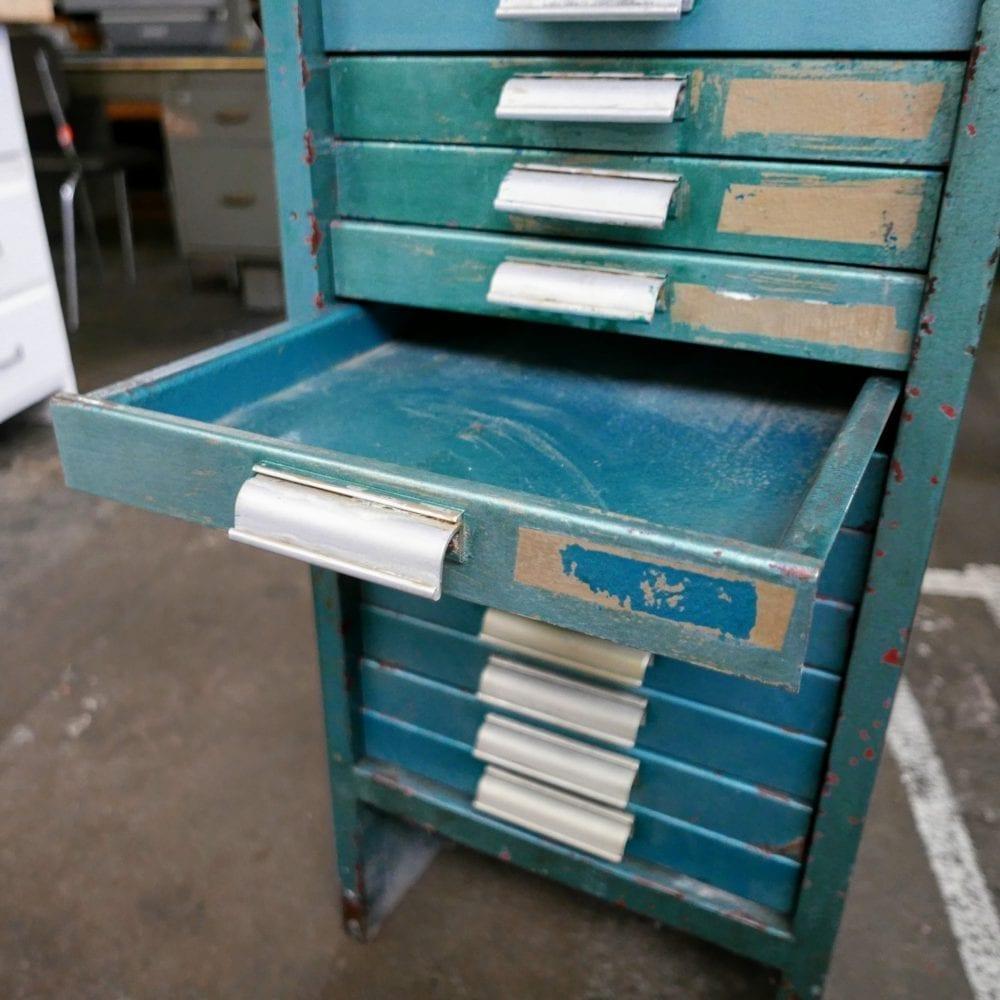blauw metalen archiefkastje