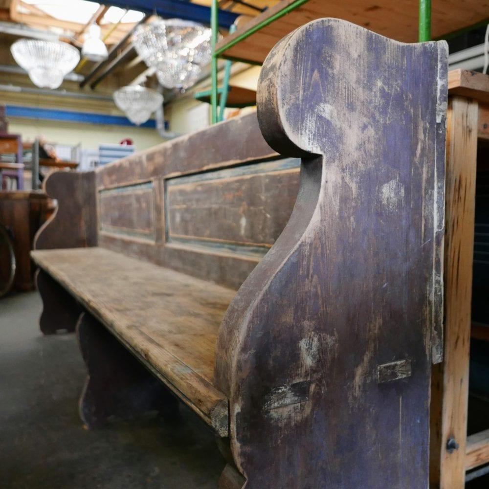 bruin-blauwe houten bank