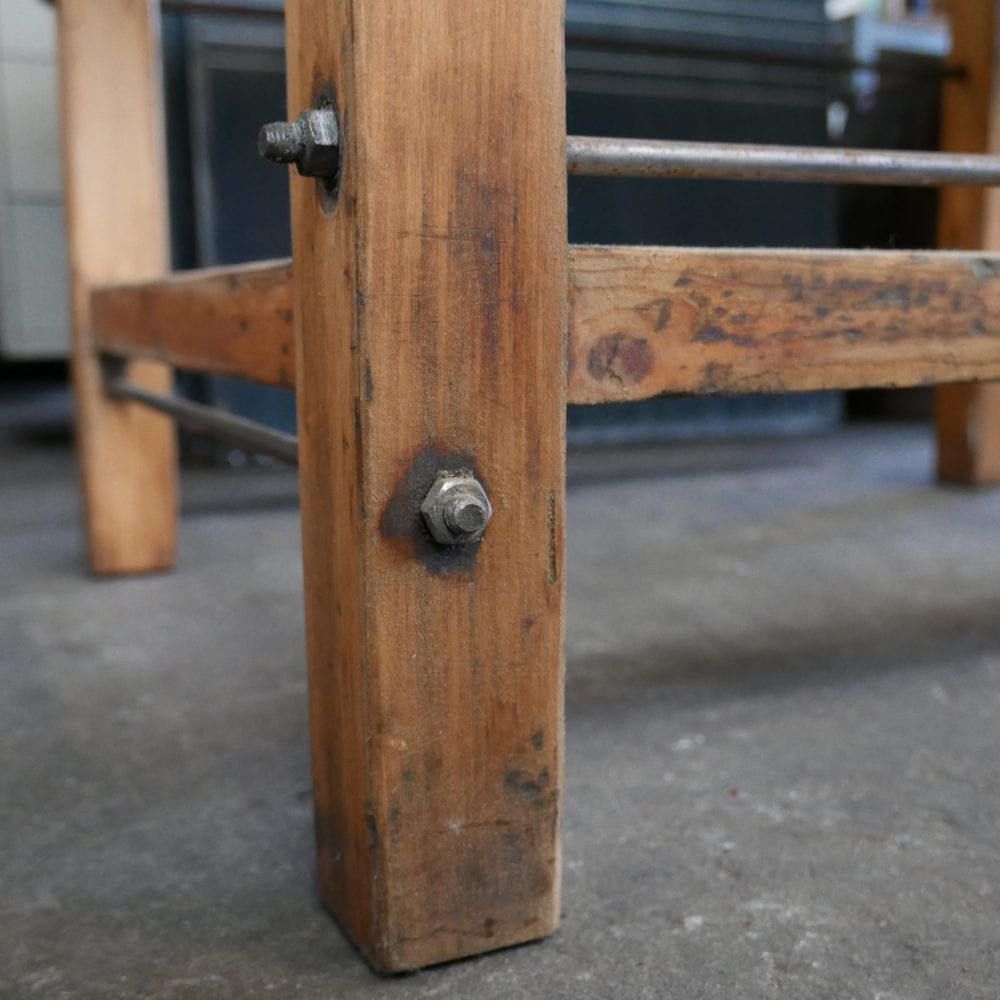 hoge houten tafel
