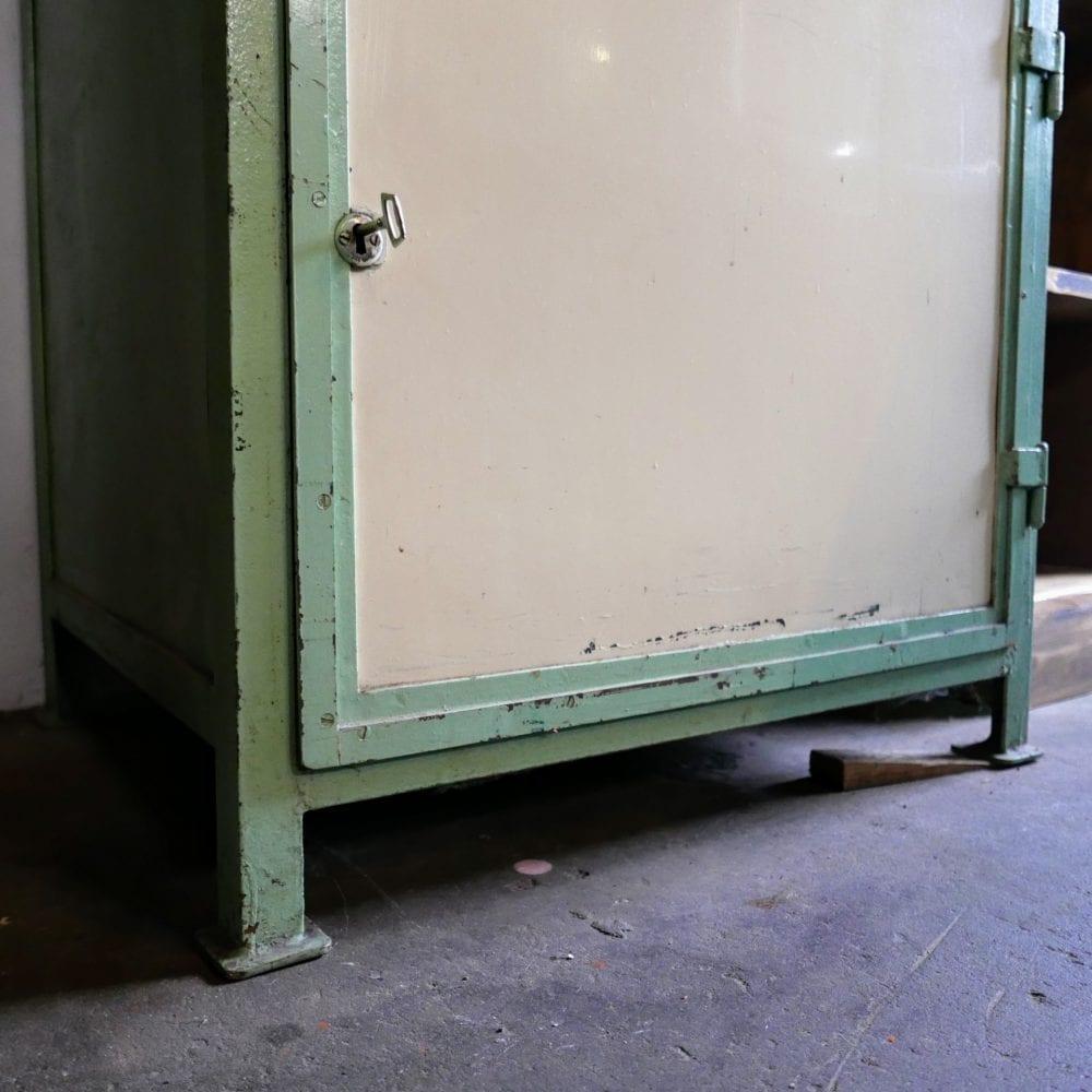 mint-crème kleurige metalen lockerkast