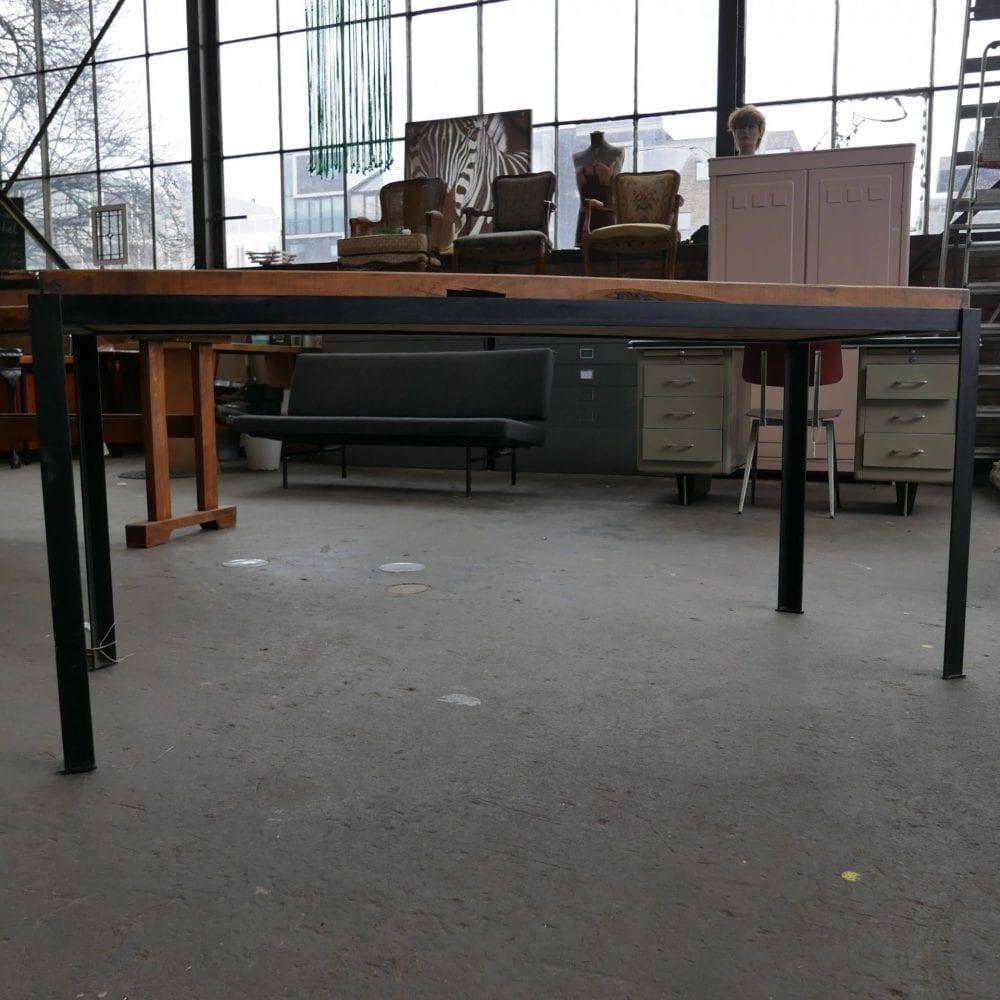 industriële houten tafel