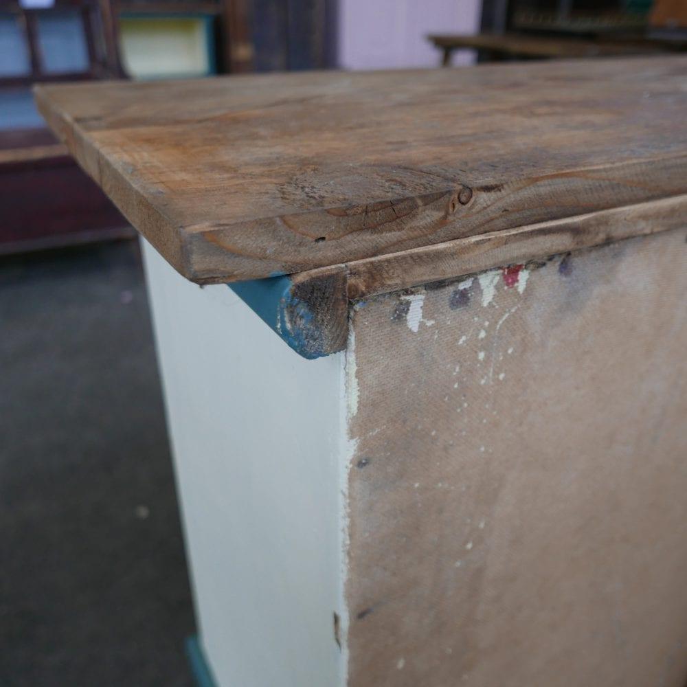 houten crème-blauwe toonbank