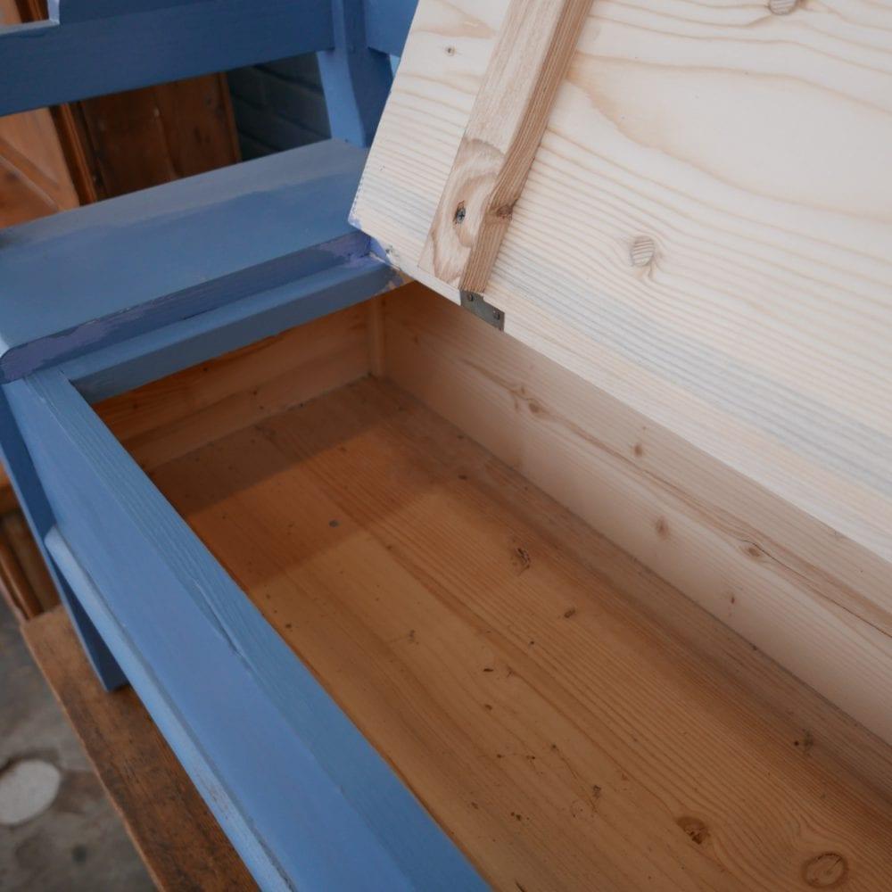 blauwe klepbank