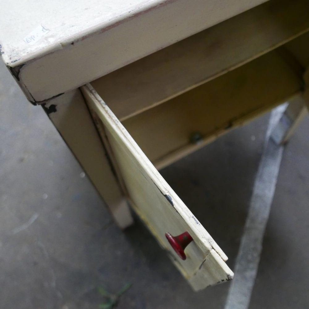 crème houten kastje