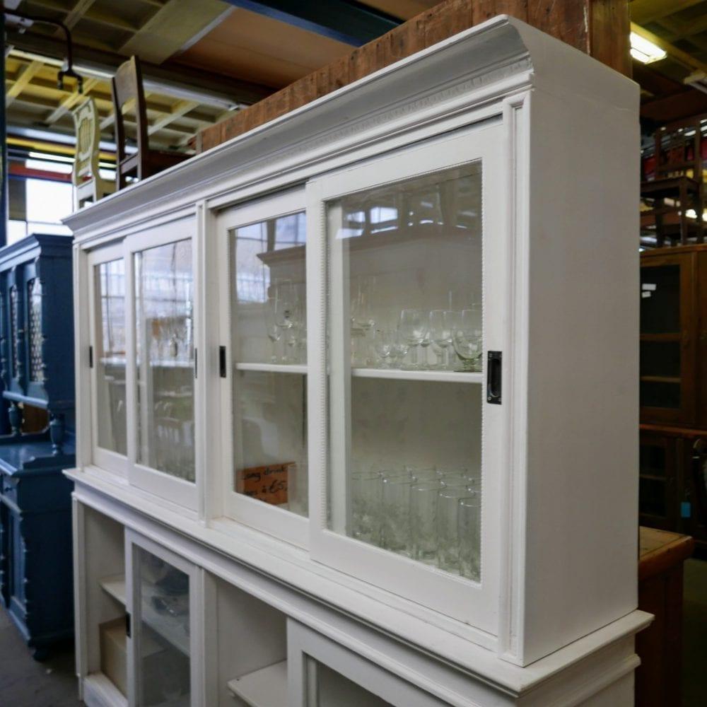 witte vitrine winkelkast