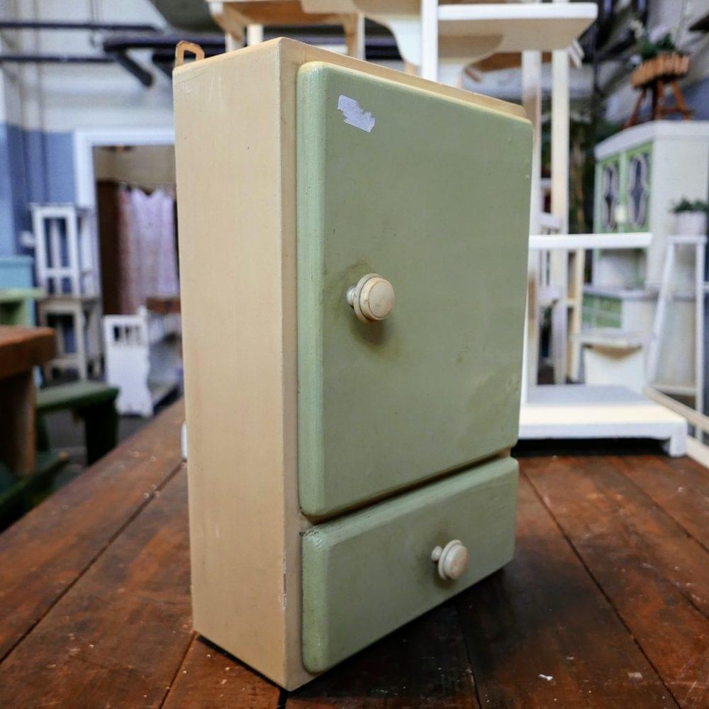 retro groen hangkastje