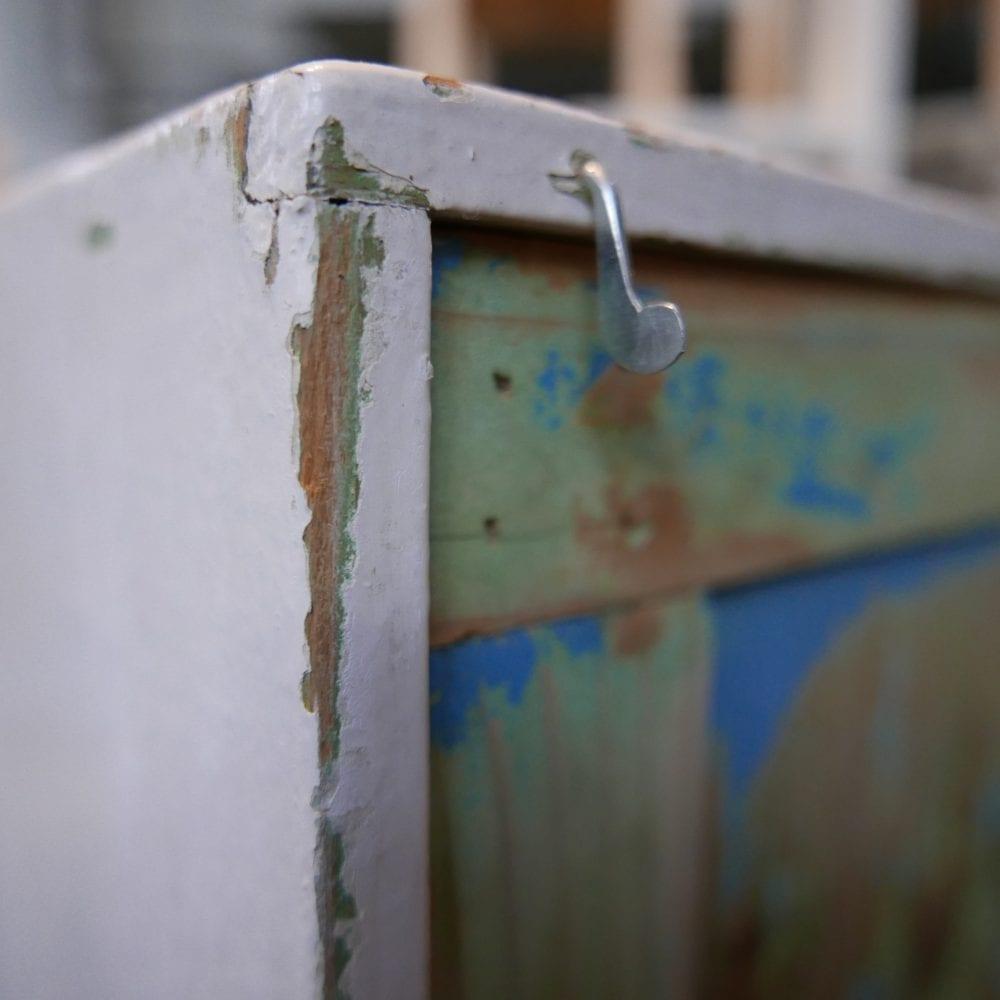 blauwgroen hangkastje