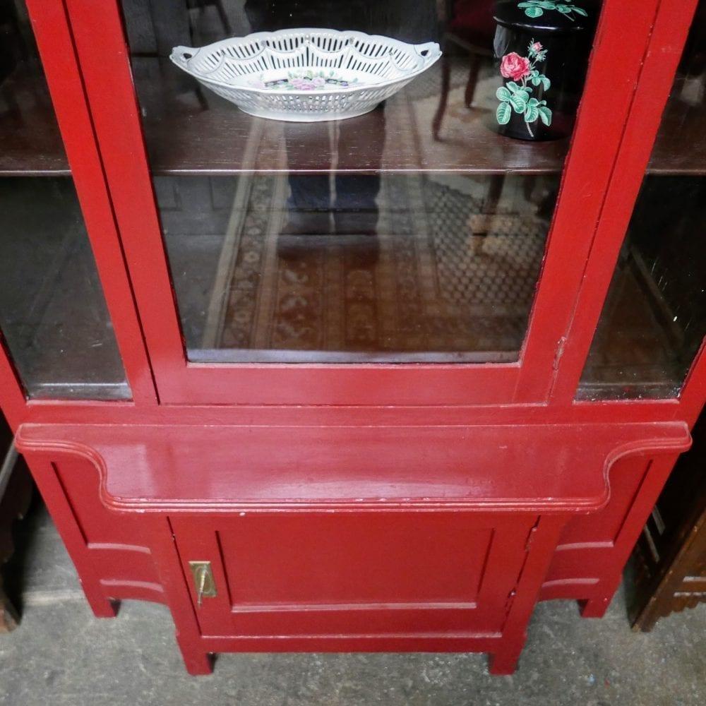 rode vitrinekast
