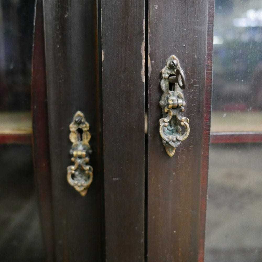 sierlijke antieke spiegelkast