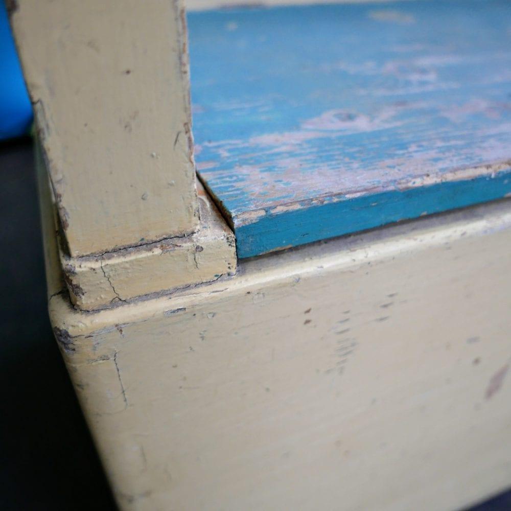 crème-blauwe kinderbank