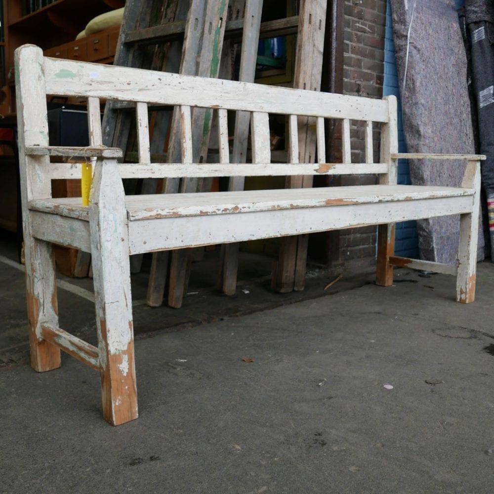 witte houten bank