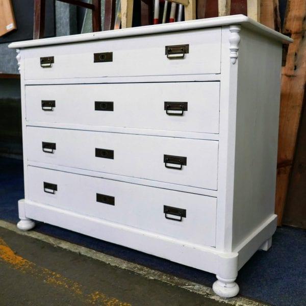 witte houten ladekast