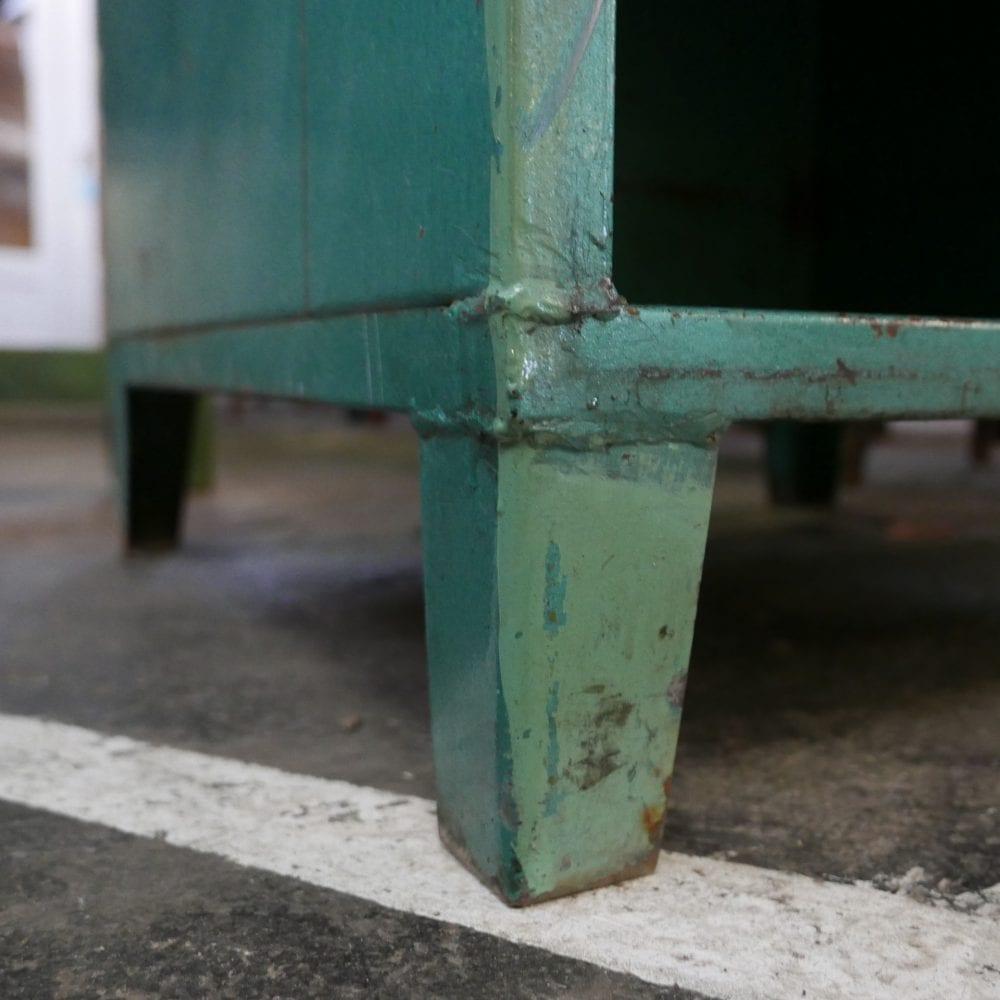 groen metalen kast