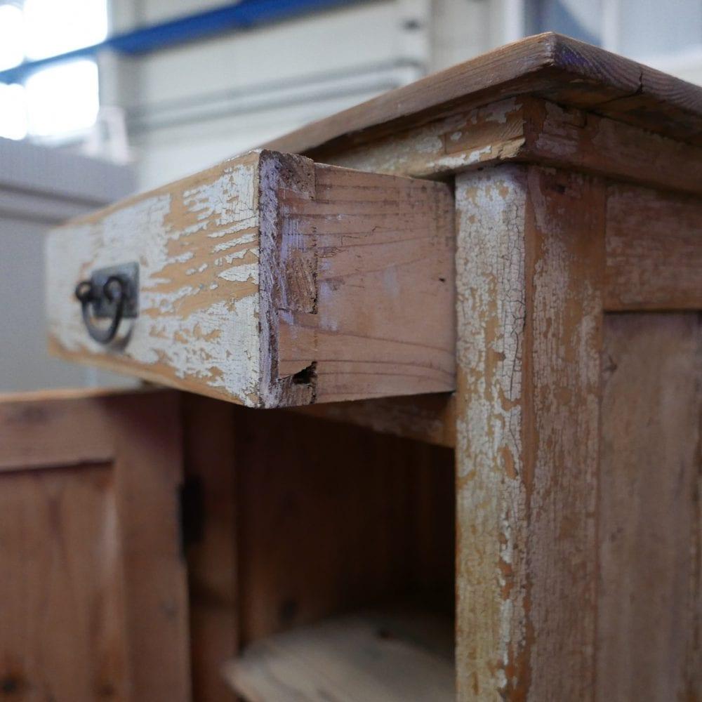 houten nachtkastje