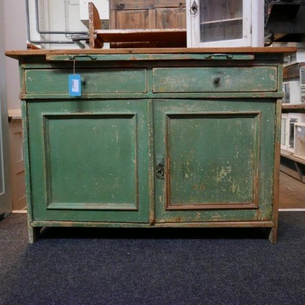 groene houten dressoir