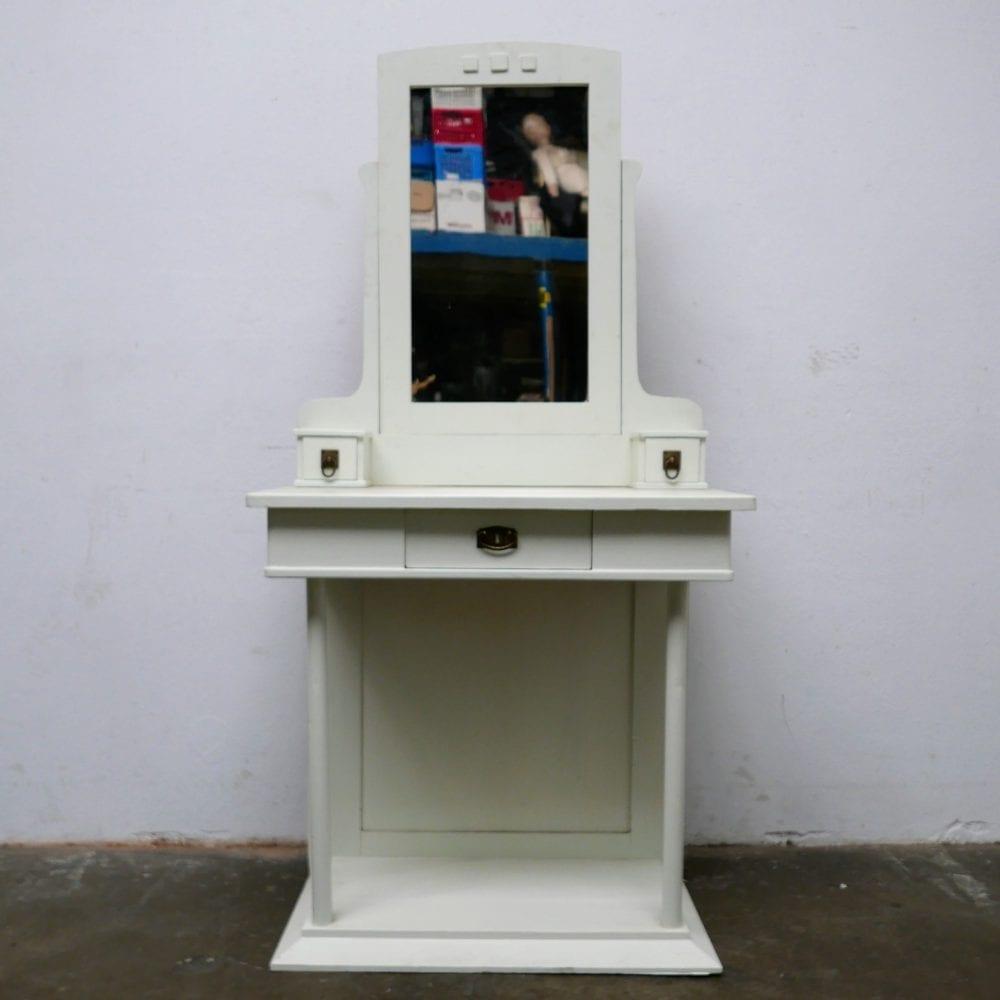 wit houten kaptafel