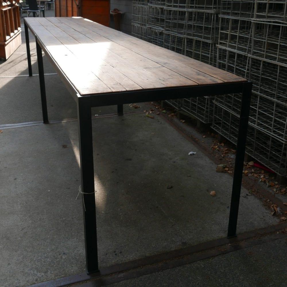 lange metalen tafel