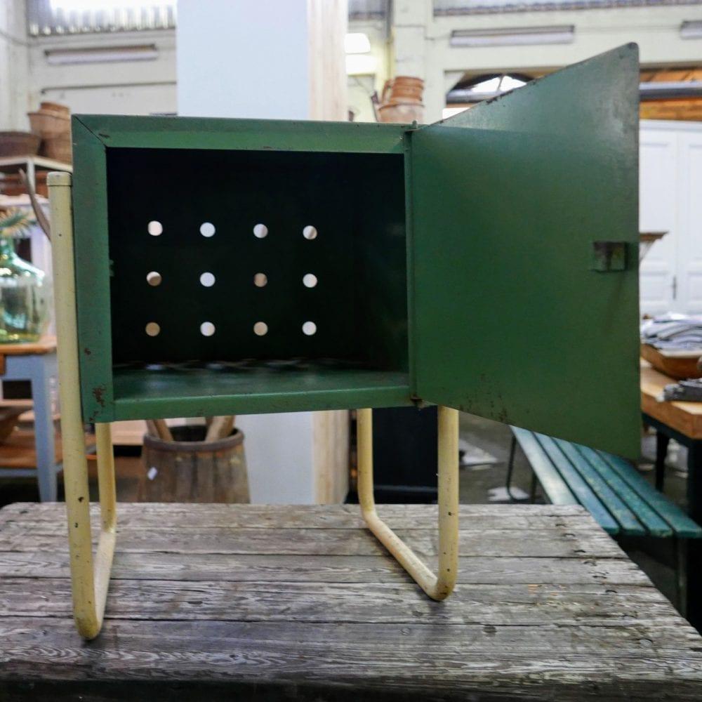 groen metalen kastje