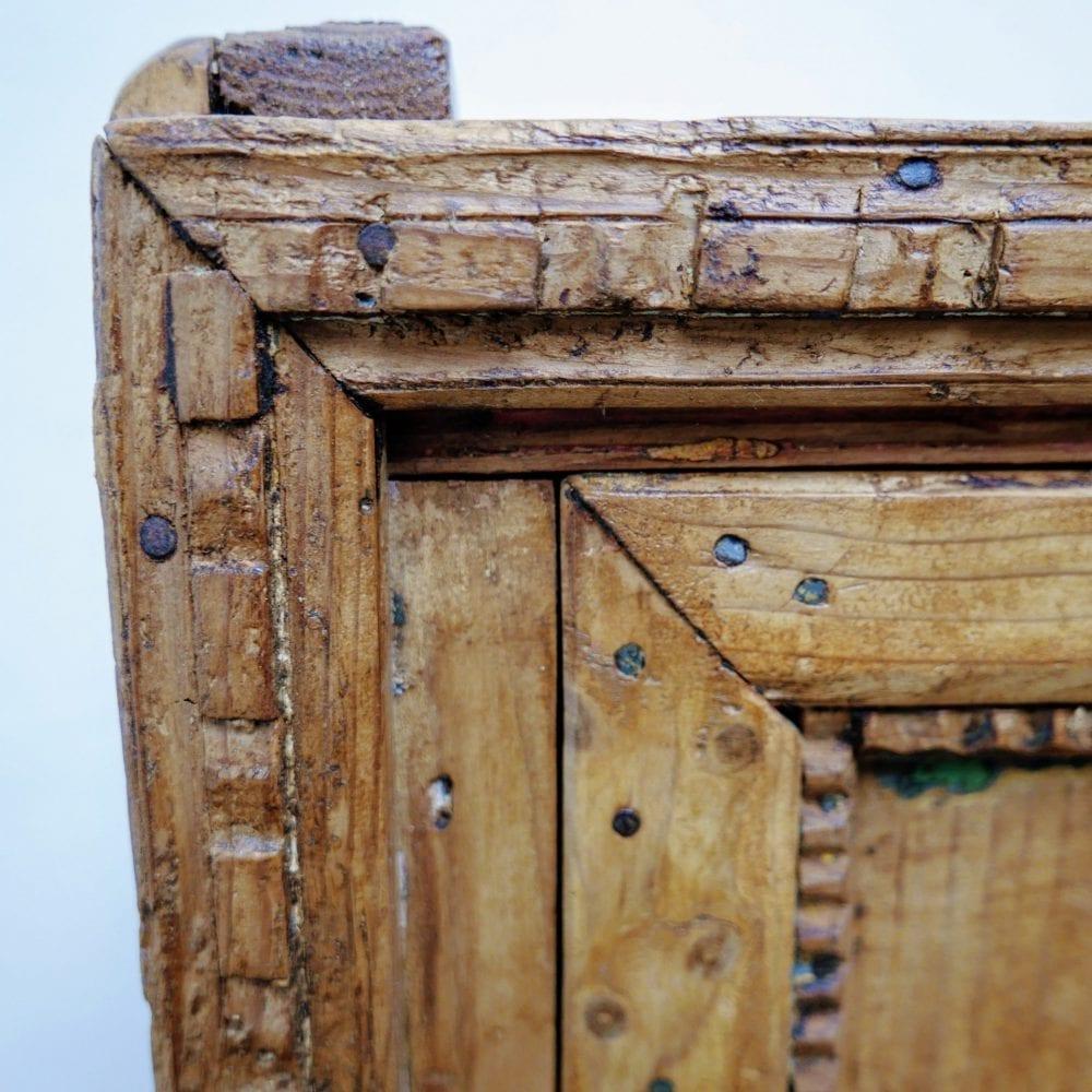 Antieke lage keukenkast