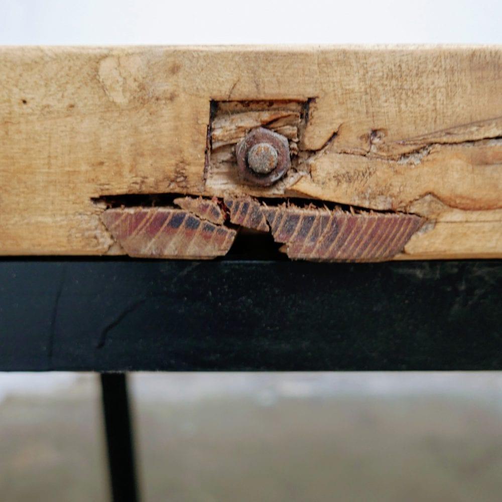 Industriële tafel met dik bovenblad