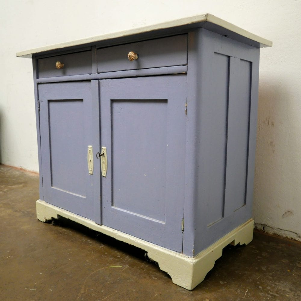 Paarse commode