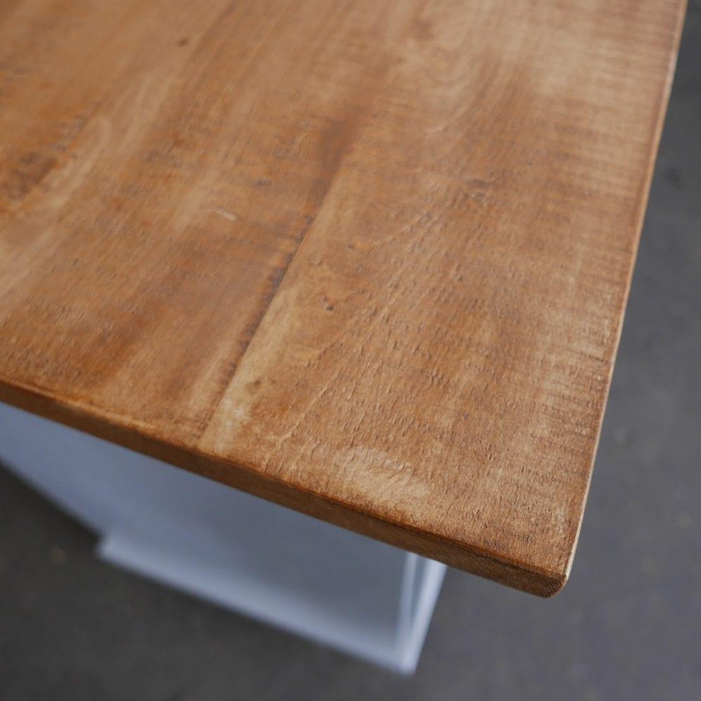 Grijze houten toog