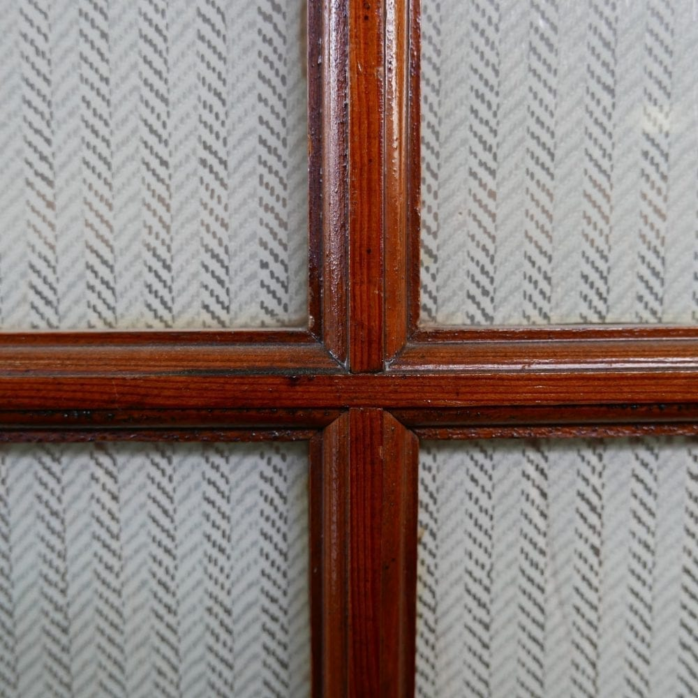Een deurs vitrinekast