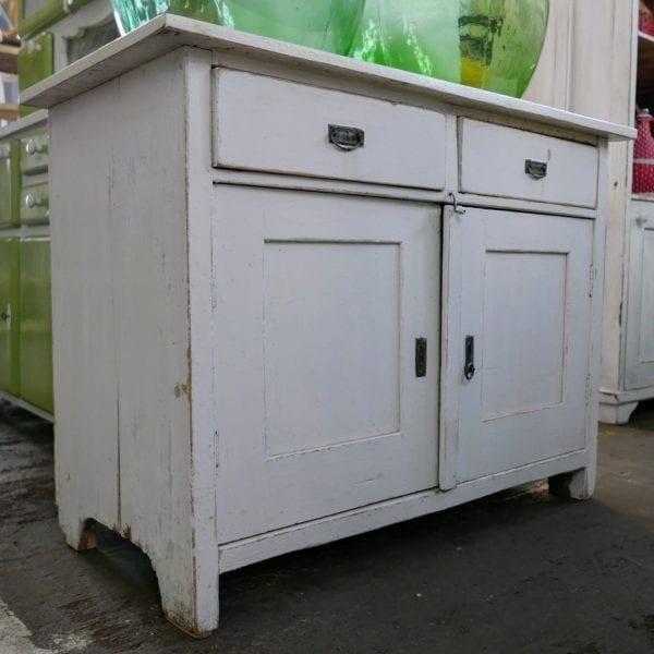 wit houten kastje