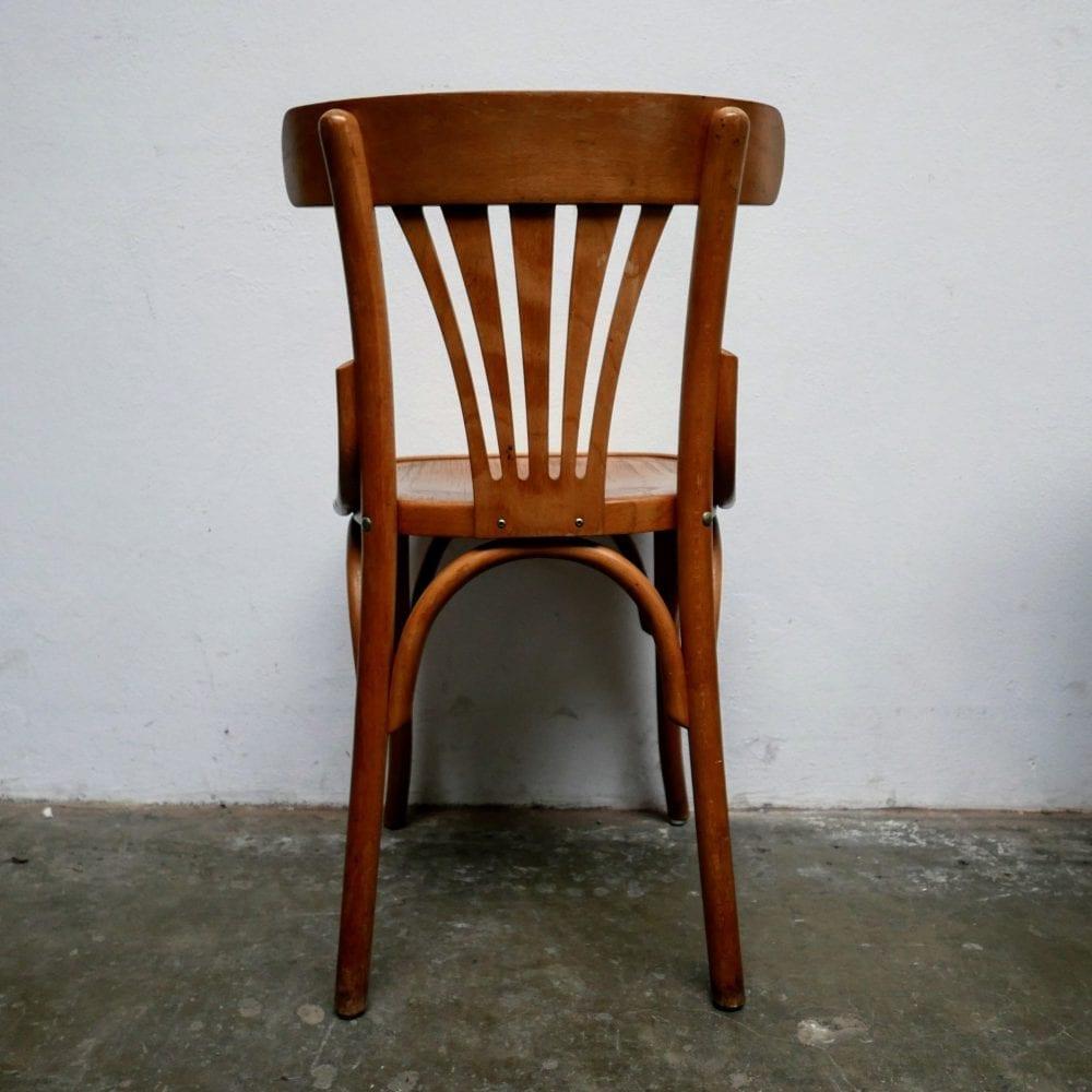 Blank houten stoelen
