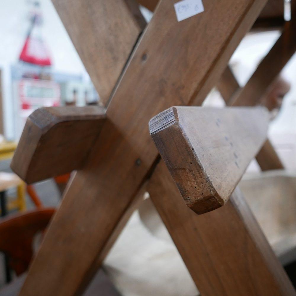 houten kruispoot tafel