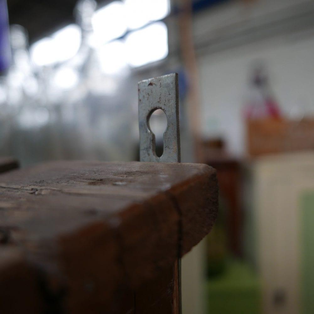 houten hangkastje