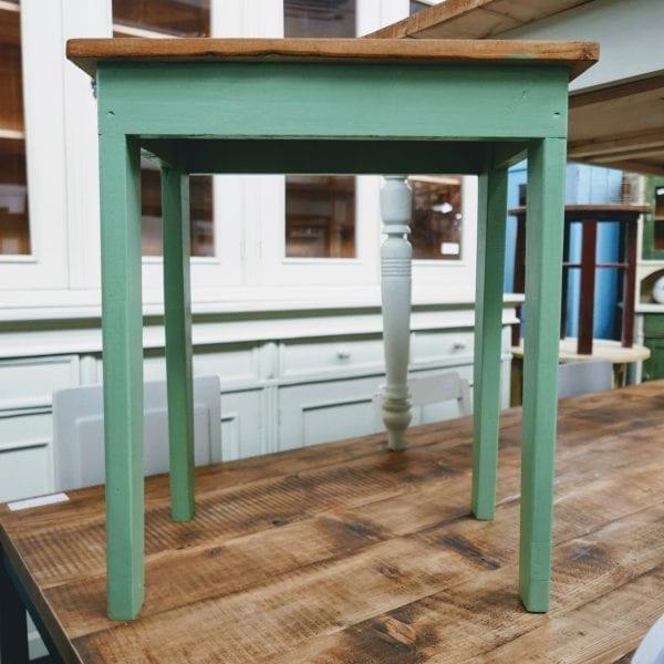 groen houten tafeltje