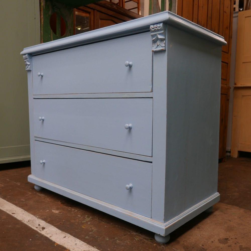 lichtblauwe ladekast