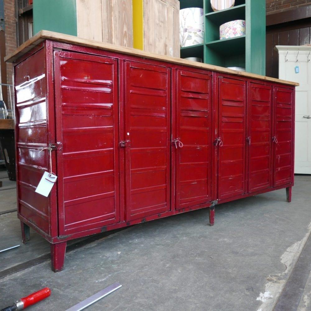 rode locker dressoir