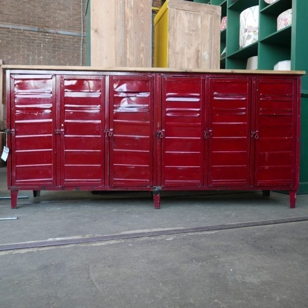 rode locker dressoir