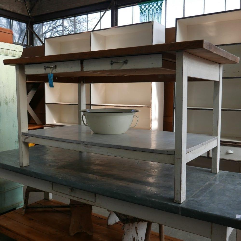 witte houten bakkerstafel