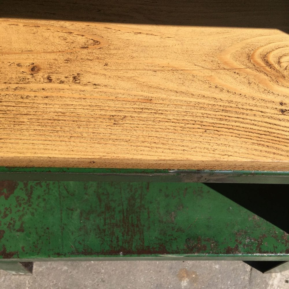 Groene metalen open kast