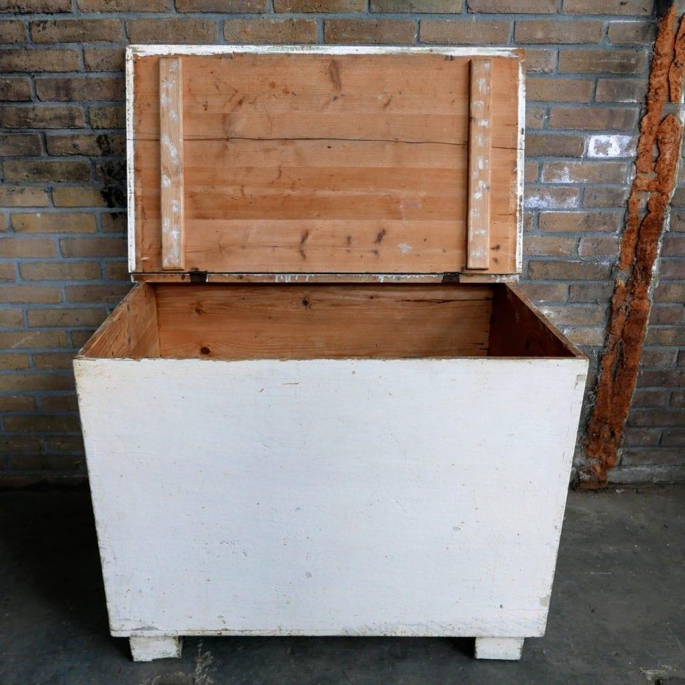 Crème kleurige kist
