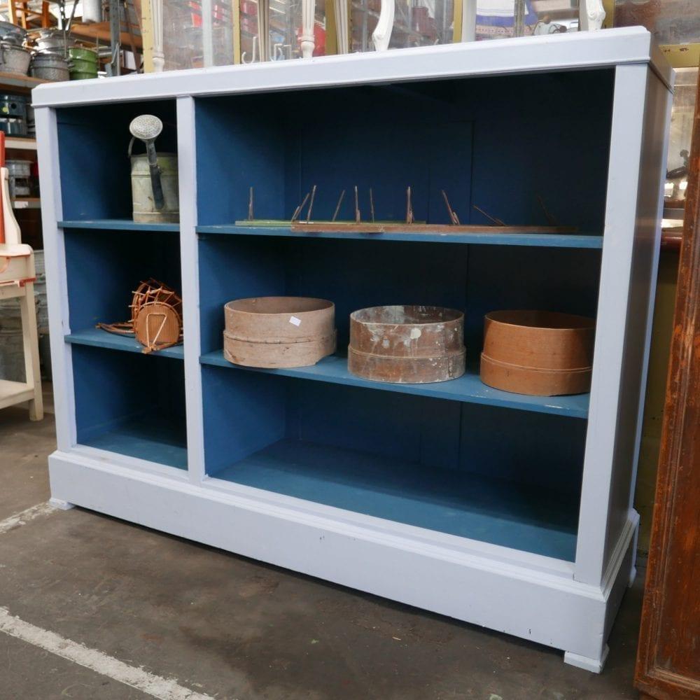 Grijs-blauwe open kast