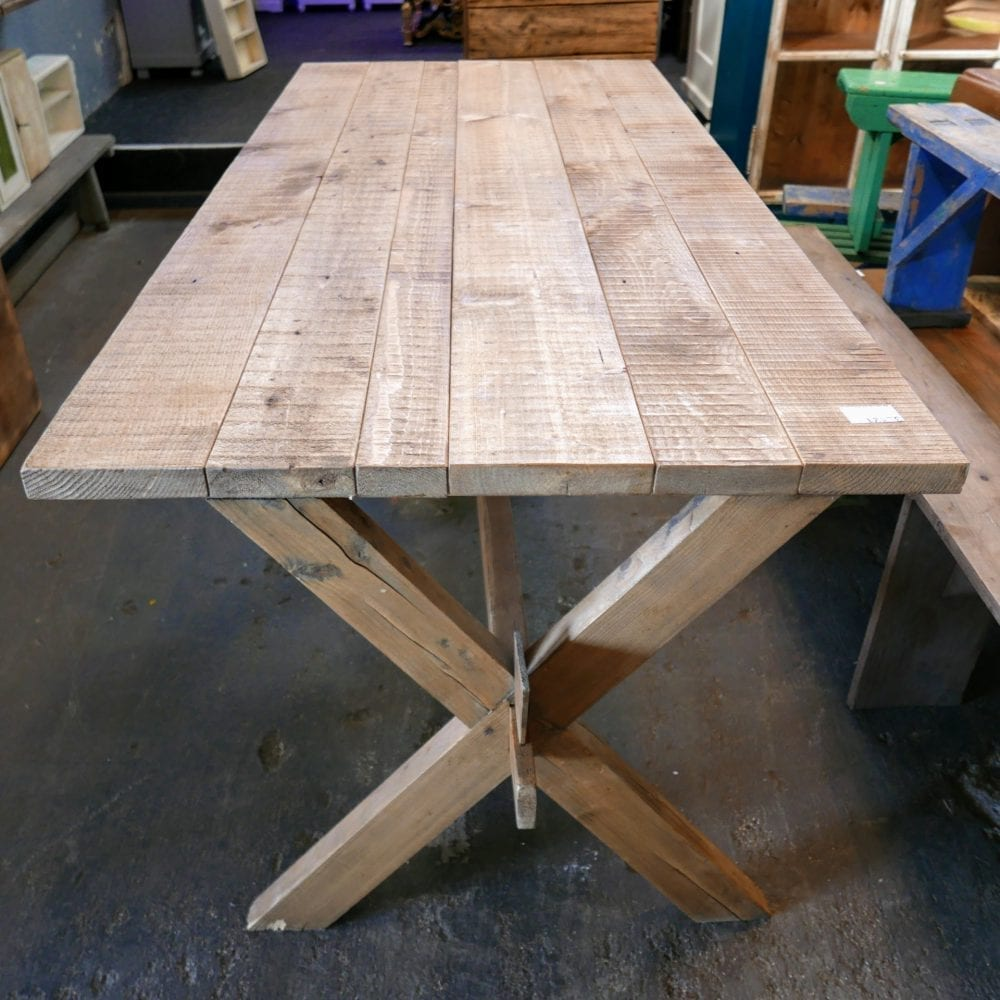 Kruispoot tafel