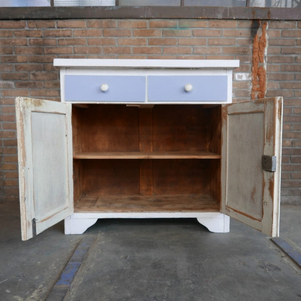 paars-witte commode
