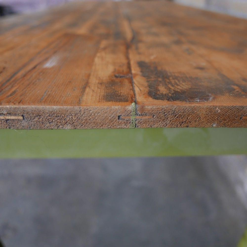 groene houten eettafel