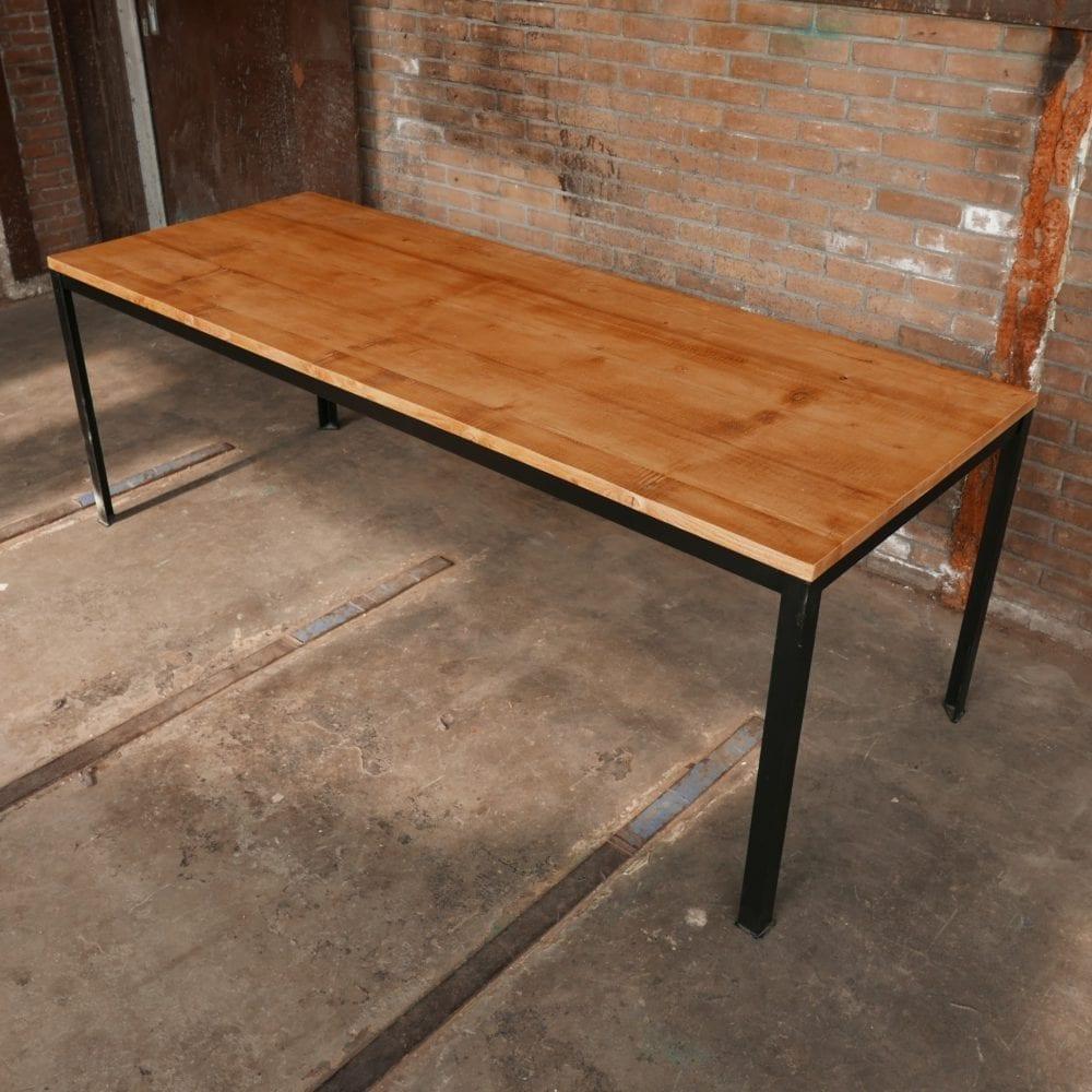 Tafel op maat metalen frame