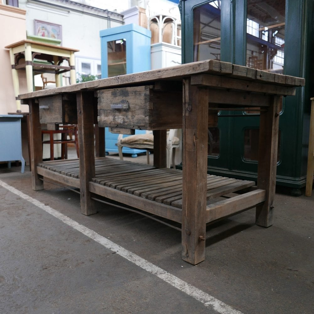 Bruine houten werktafel met onderblad