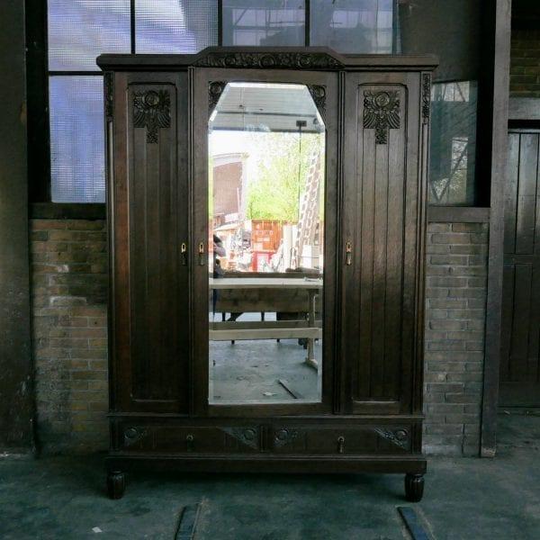 Donkerbruine spiegelkast