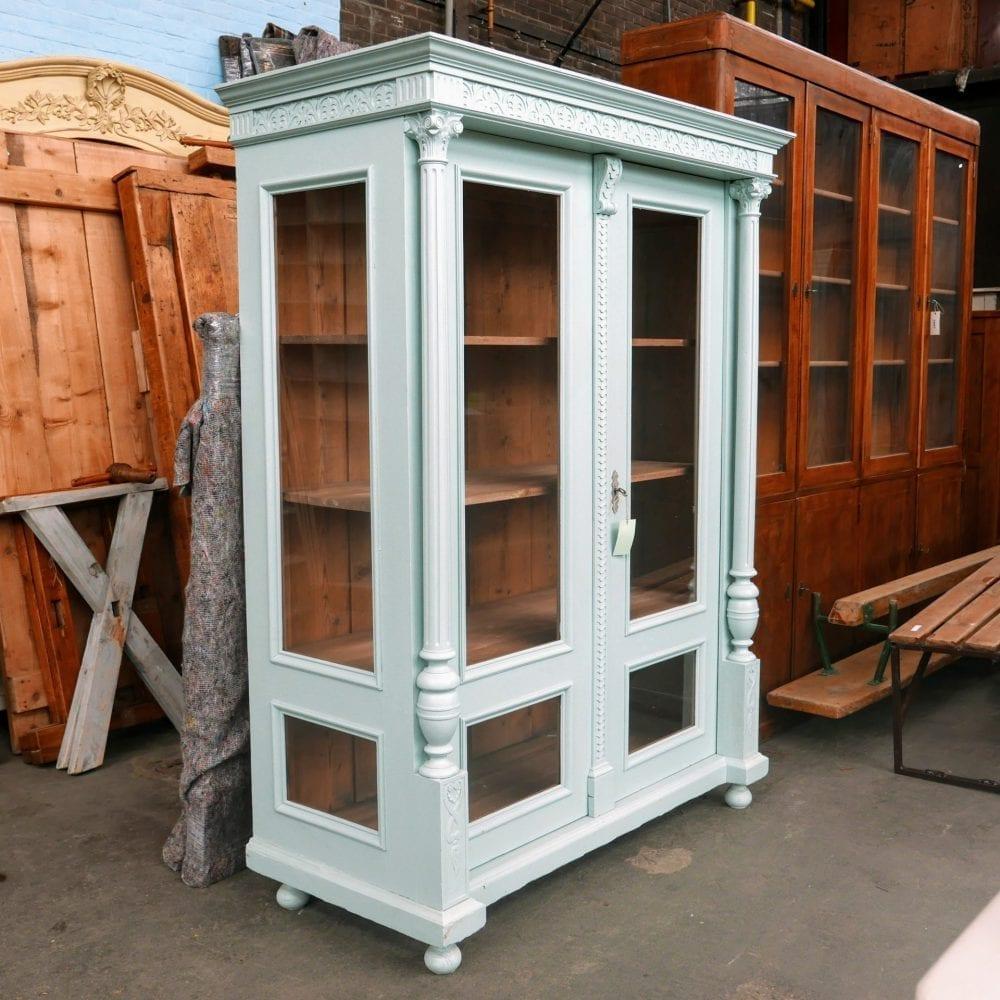 Blauwe vitrinekast